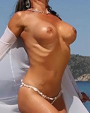 Sexy picture of Ayla di Pietro