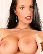 Sexy picture of Busty Laura