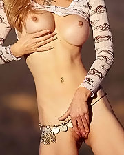 Sexy picture of Heather Vandeven