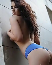 Sexy picture of Kelly Andrews