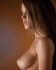 Hot photo of Rahyndee James